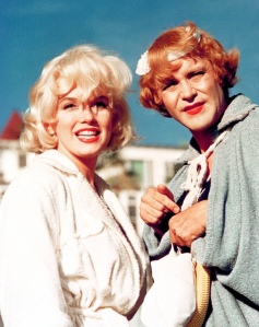 Marilyn (Sugar) e Lemmon (Joe - ou melhor, Daphne)